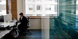 dans un bureau travail les français n aiment pas partager leur bureau