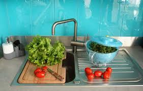 carrelage en verre pour cuisine une crédence en verre pour sublimer sa cuisine inspiration cuisine