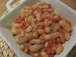 cuisiner les haricots blancs secs recette de haricots blancs à la sauce tomate la recette facile
