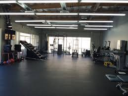 2 000 square feet 2000 square feet of clean high ceiling air conditioned space
