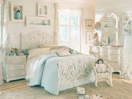Antique Bedroom Furniture with Modernity Touch