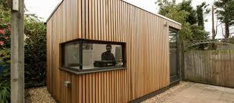 bureau de jardin bois design exterieur bureau jardin pavillon dallage pierrre pareemnt