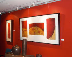 display art gallery quality lighting in an art gallery hanging system
