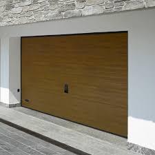 porte per box auto le confortevoli porte sezionali per garage e box auto in legno