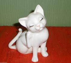 coalport bone china white small cat kitten ornament with a
