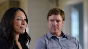 hgtv home makeover tv show news videos full episodes fixer upper web exclusive at home with chip and joanna hgtv s