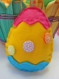 felt easter eggs with a ribbon tutorial how to make a felt easter egg