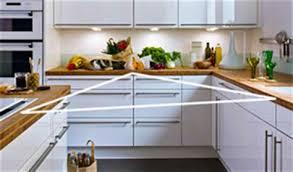am駭ager une toute cuisine superior cuisine blanche plan travail bois 13 meuble poubelle