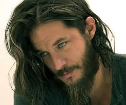 what is going on with travis fimmels hair in vikings best 25 travis fimmel ideas on pinterest ragnar lothbrok actor