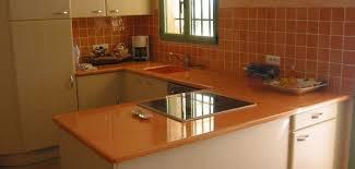 cuisine en carrelage cuisine lave emaillée sur mesure plan de cuisine carrelage