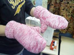 sweater mittens tutorial turn sweaters into mittens quilt addicts anonymous