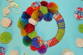 how to make a yarn pom pom wreath for any occasion