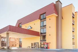 days inn suites pigeon forge pigeon forge hotels tn 37863