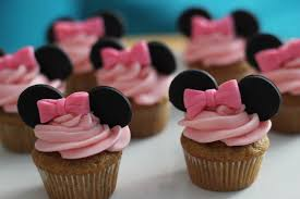 minnie mouse cupcakes how to make minnie mouse cupcakes sprinkles streamers