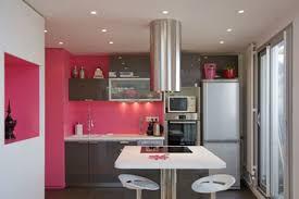 cuisine framboise décoration cuisine couleur framboise exemples d aménagements