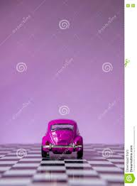 van volkswagen pink de roze kever van volkswagen redactionele afbeelding afbeelding