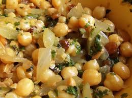 cuisiner des pois chiches salade de pois chiches à l orange oignon raisins coriandre a