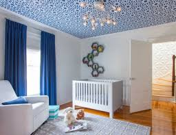 chambre bébé papier peint papier peint plafond osez expérimenter avec la déco