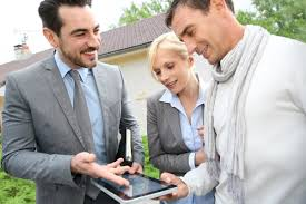 5 qualities to look for when choosing a real estate agent
