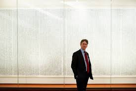 new york times report reveals a hushed departure at the met museum reveals entrenched management