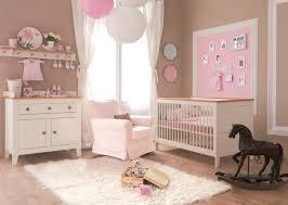 quand préparer la chambre de bébé preparer chambre bebe chambre bebe decoration tendance quand doit on