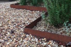 Garden Edge Ideas Garden Edging Tips Using Iron Garden Edges For Tropical Garden