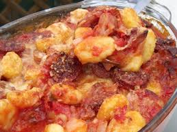 cuisiner les gnocchis recette gratin gnocchis tomate saucisses fumées cuisinez gratin