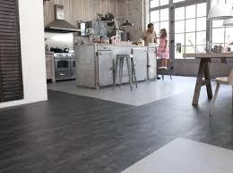 sol pvc pour cuisine revetement sol cuisine pvc maclou sol vinyle city checker