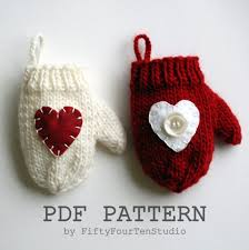 knitting pattern decoration mini mitten ornament
