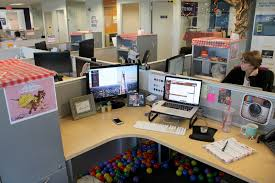 10 simple awesome office decorating ideas listovative for work 3
