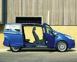 auto con porte scorrevoli la b max esce dal coro grazie alle porte scorrevoli