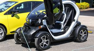 twizy renault renault aims to familiarise u0027influencers u0027 with the benefits of
