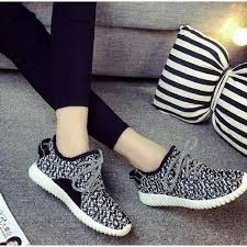 Sepatu Adidas Kets kets yezzy wanita tb 736 hitam yezzy adidas yezzy shoes