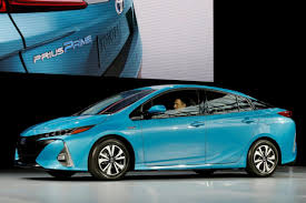 toyata warming to lithium ion toyota charges up its battery options