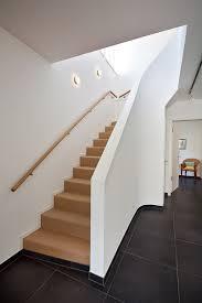 geschlossene treppen die besten 25 treppengeländer innen ideen auf
