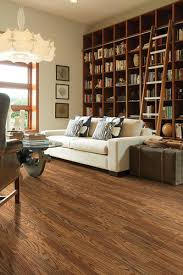 country estate oak laminate flooring 26 4 sq ft ctn at menards