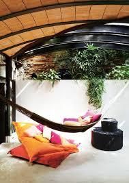 h ngematte auf balkon hängematten für terrasse und garten vermitteln ein sommerliches