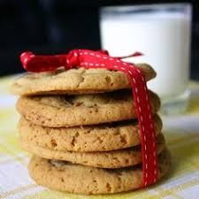 these chocolate chip cookies are a perfect combo of crispy u0026 chewy