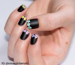 check out the tutorial for these matte black nails with flowery