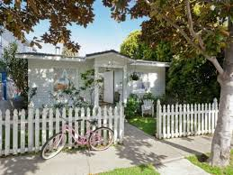 shabby chic u0027s rachel ashwell buys cottage near venice beach curbed