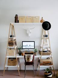 aprenda a fazer uma estante de escada charmosa para a sua sala