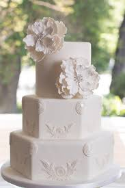 classic wedding cakes classic wedding cakes with a modern twist weddbook