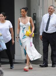 rihanna hoop earrings rihanna wears hoop earrings the size of a grapefruit out in new