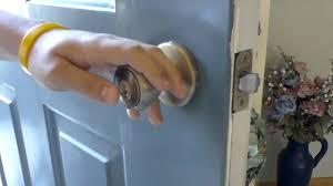 how to pick a bedroom lock how to pick a kwikset doorknob lock youtube