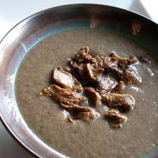 cuisiner des girolles fraiches recette velouté de girolles en cocotte minute toutes les