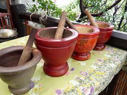 mortier cuisine bois le mortier instrument de base pour faire la salade de papaye som