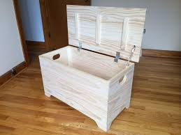 Diy Wooden Toy Box Bench by Best 25 Toy Trunk Ideas On Pinterest Trunk Redo Wooden Trunks