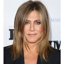 what is the formula to get jennifer anistons hair color jennifer aniston s golden dimensional blonde salons foil