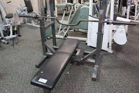 hammer strength bench press with bar