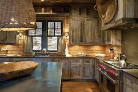 armoire de cuisine rustique cuisines cuisine rustique lustre panier tressé armoires bois